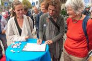 Radentscheid Bielefeld – Erste Unterschrift am 10.07.19 vorm Rathaus Bielefeld